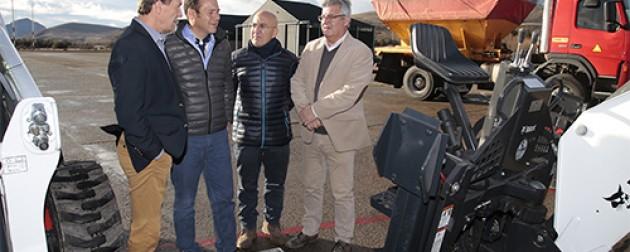 El gobernador entregó equipamiento para el aeropuerto Chapelco