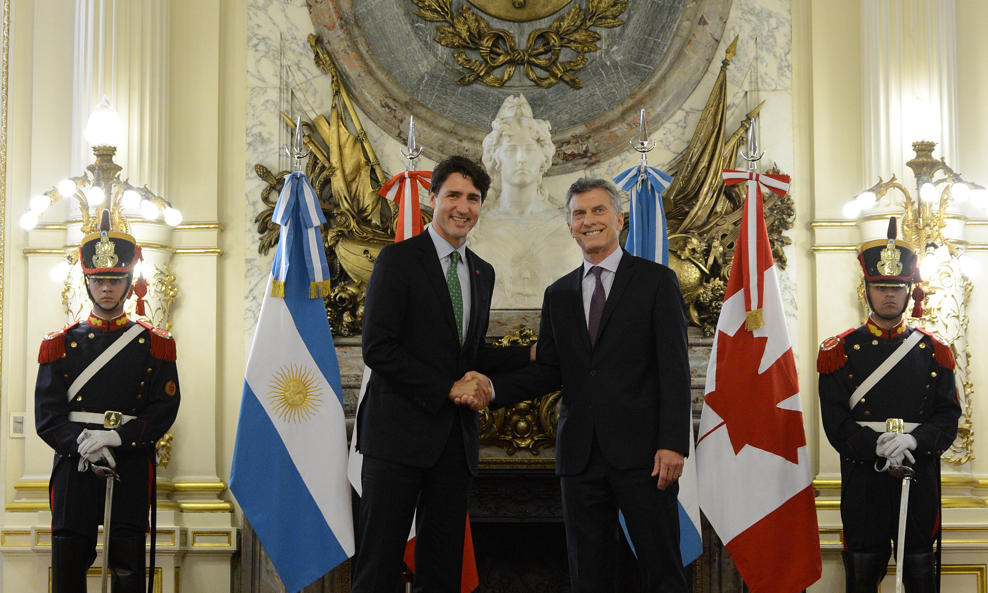 El presidente Mauricio Macri recibió al primer ministro de Canadá ...